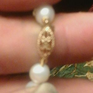 18 inch freshwater pearl necklace. 14kt gold clasp